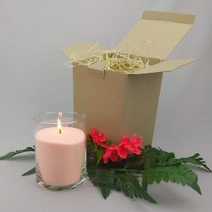 Персиковая насыпная свеча 15 см в коробочке.