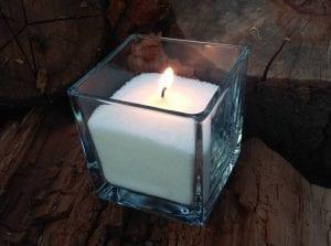 Насыпная свеча в квадратной вазе