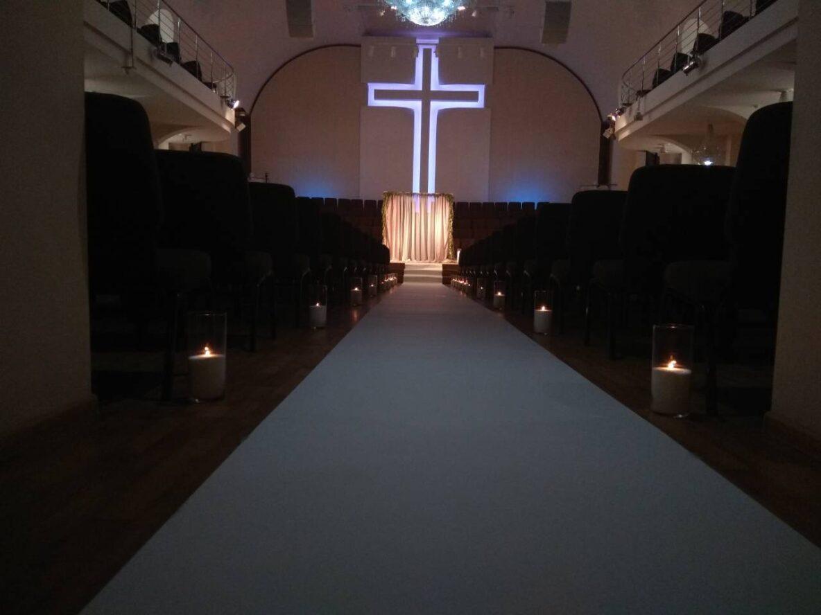 Оформление насыпными свечами Христиано-Баптистского храма